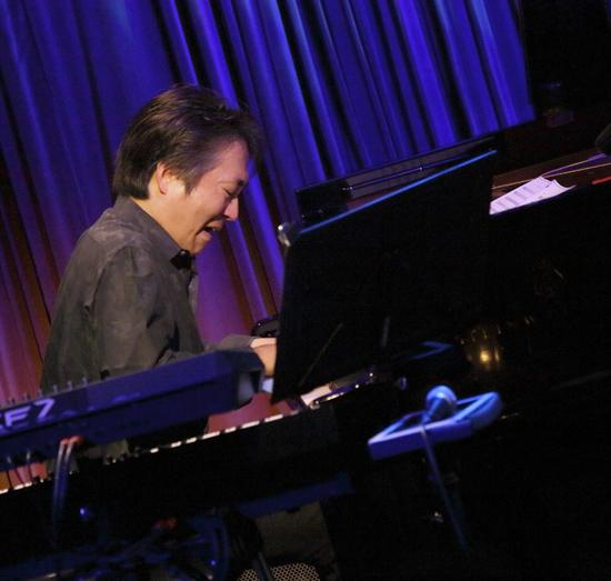 小野塚晃(piano).jpg